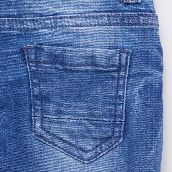 بنطلون جينز بارز الملمس بجيوب وحلقات حزام