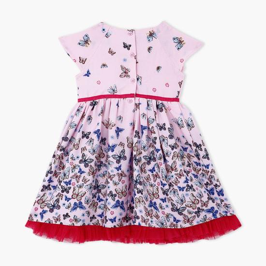 فستان بطبعات فراشات وأطراف بتصميم شبكي