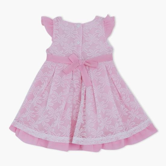 فستان منسوج مزين بأكمام قصيرة مع زخارف