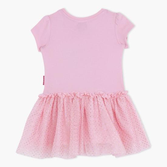 فستان بطبعات هاللو كيتي بأكمام قصيرة وتصميم بطيّات