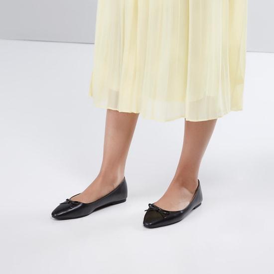 حذاء بالرينا مدبب سهل الإرتداء مع تفاصيل فيونكة
