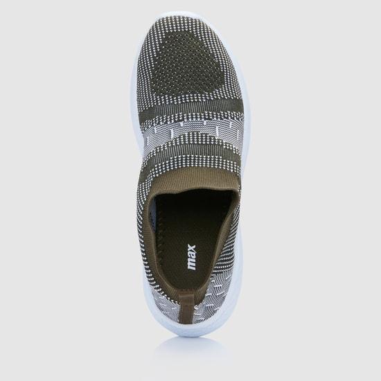 حذاء سهل الارتداء بارز الملمس