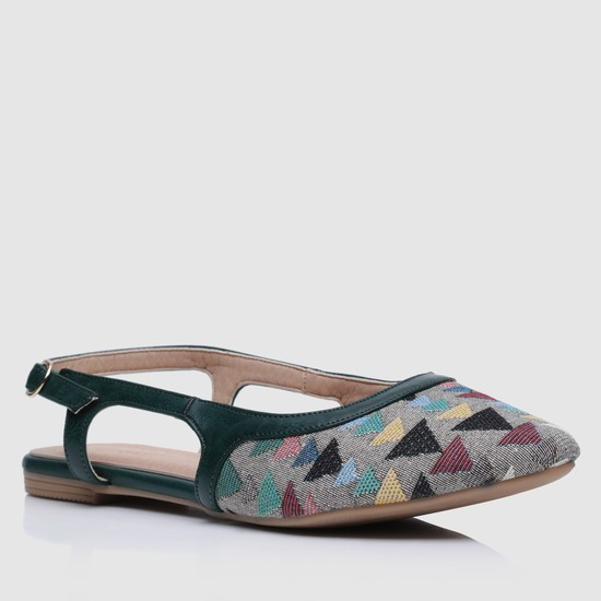 Textured Closed Toe Sandals with Buckle Closure