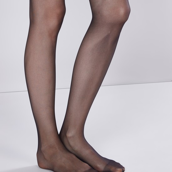جوارب ضيّقة بارزة الملمس بأقدام مغلقة