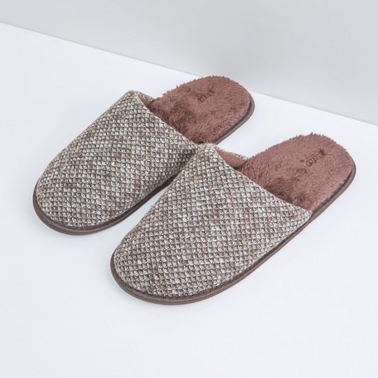 Textured Bedroom Slides with Plush Detail