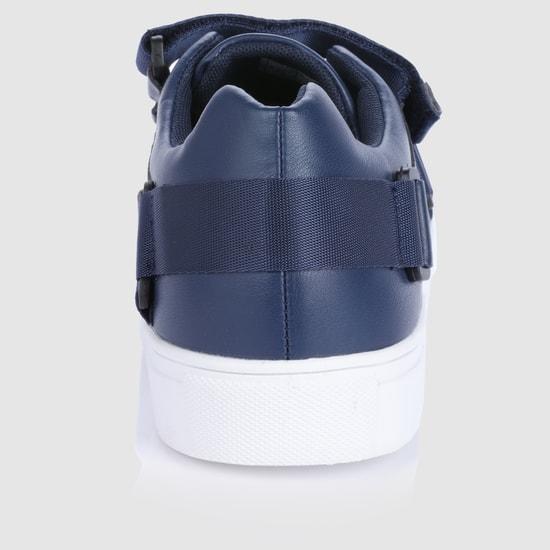 حذاء سنيكرز بشريط لاصق وحلقة