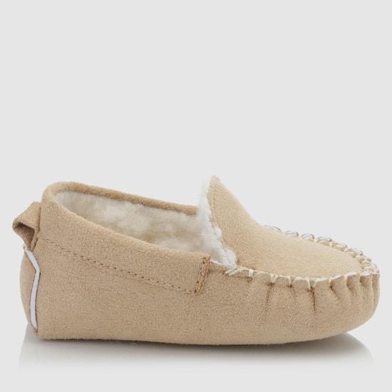 حذاء طويل بتفاصيل ناعمة