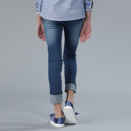بنطال جينز طويل بتفاصيل جيب