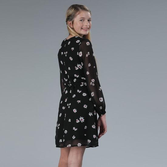 فستان ملفوف بأكمام طويلة وطبعات