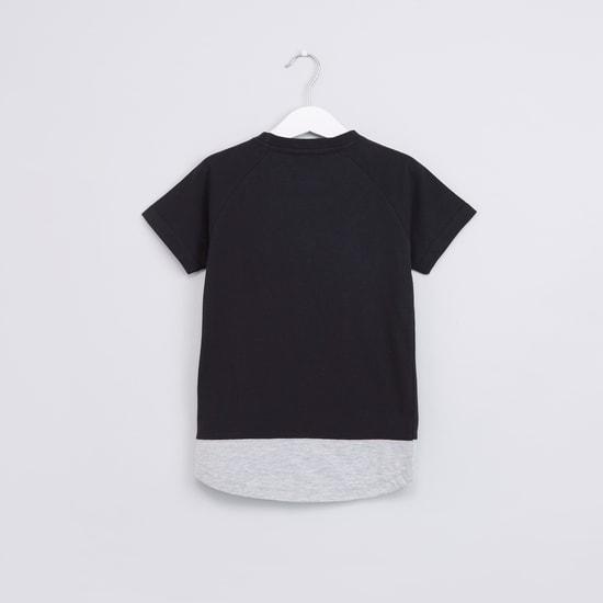 Textured Round Neck Raglan Sleeves T-Shirt