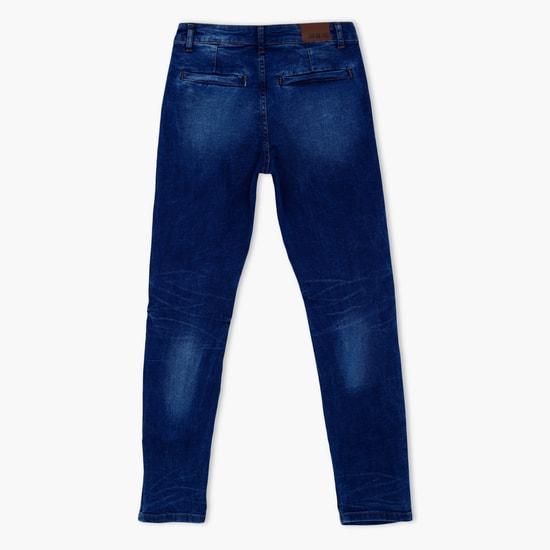 بنطال جينز طويل بأزرار للإغلاق