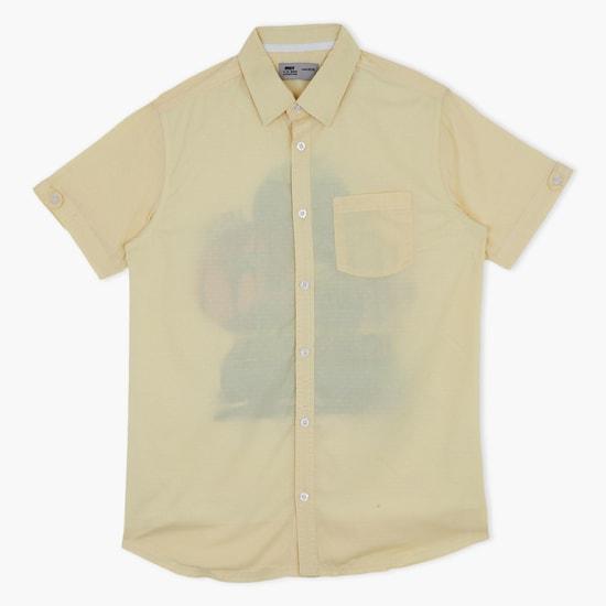 قميص بأكمام قصيرة وجيب