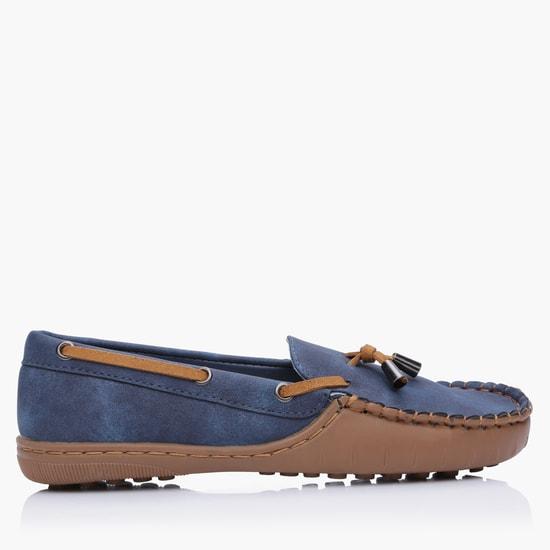 حذاء موكاسين سهل الارتداء