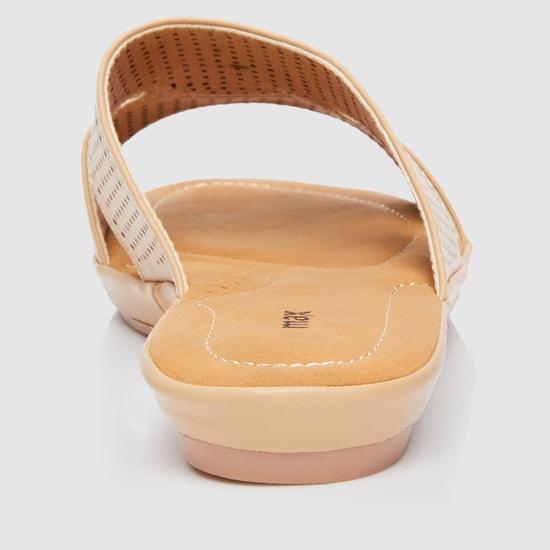 Flat Sandals with Laser Cutwork