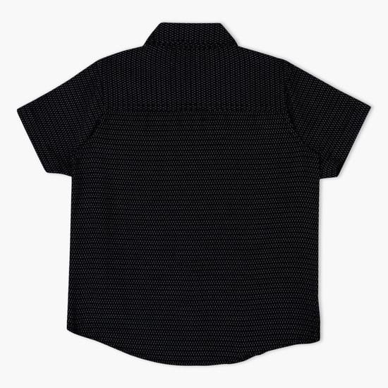 قميص بأكمام قصيرة ونقش مطبوع