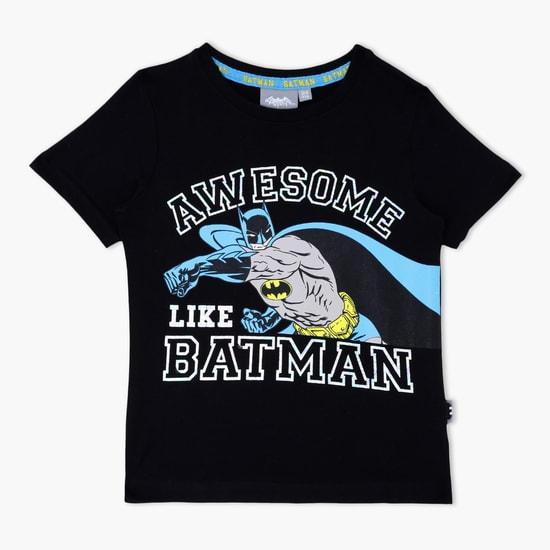 تيشيرت بطبعات باتمان بياقة مستديرة وأكمام قصيرة