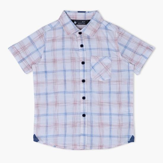 قميص بأكمام قصيرة وفتحة أزرار كاملة