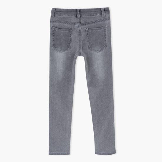 جينز بتصميم مُزيّن بالترتر بزر إغلاق