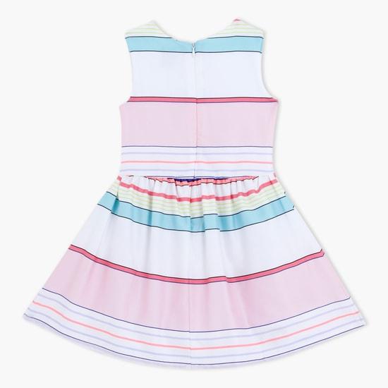 فستان مقلّم بدون أكمام