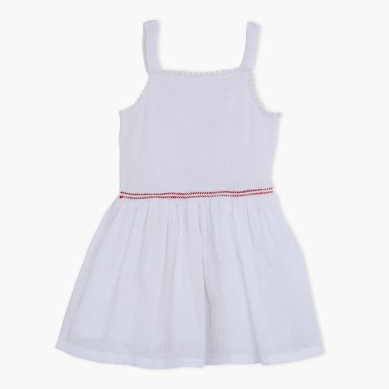 فستان بحمّالات منسوجة