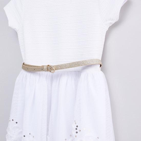 فستان بارز الملمس بحزام  وتفاصيل ترتر