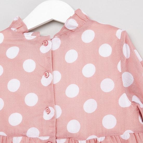 فستان بطبعات منقطّة بأكمام بوق وتفاصيل كشكش