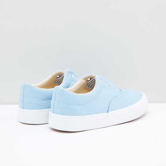 حذاء سهل الارتداء بحلقات