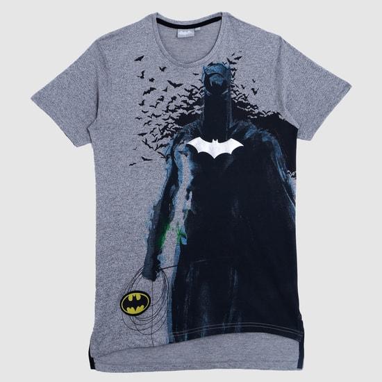 تيشيرت بياقة مستديرة وبِنقش باتمان المطبوع