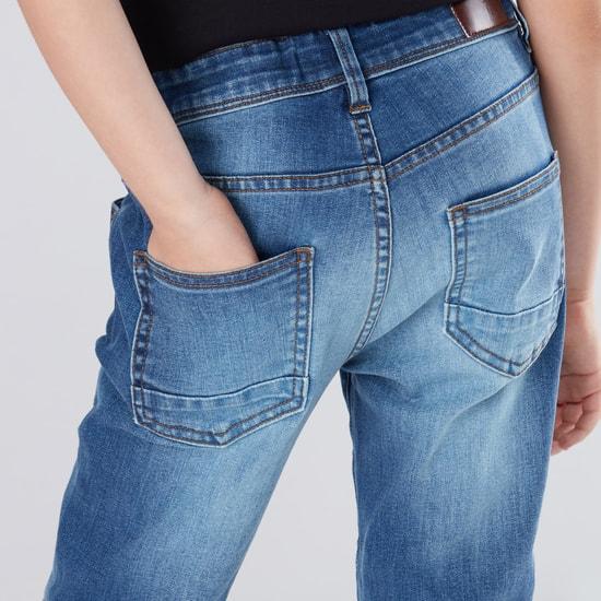 بنطال جينز طويل بارز الملمس بزر إغلاق وجيوب