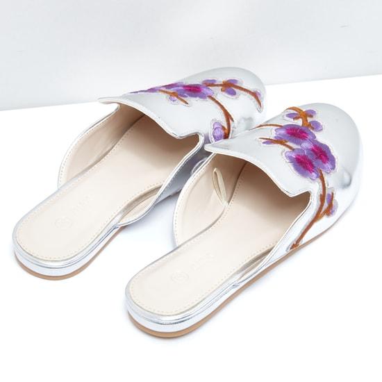 حذاء ميول مطرّز