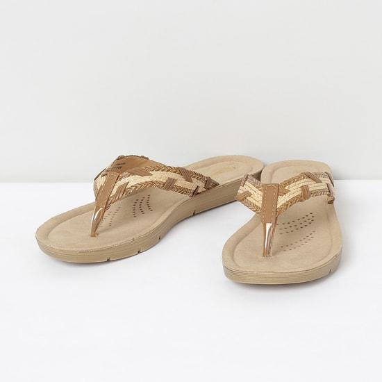 MAX Textured V-strap Slippers