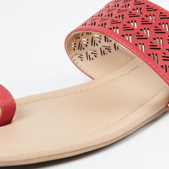 MAX Cutwork Toe-Ring Flat Sandals