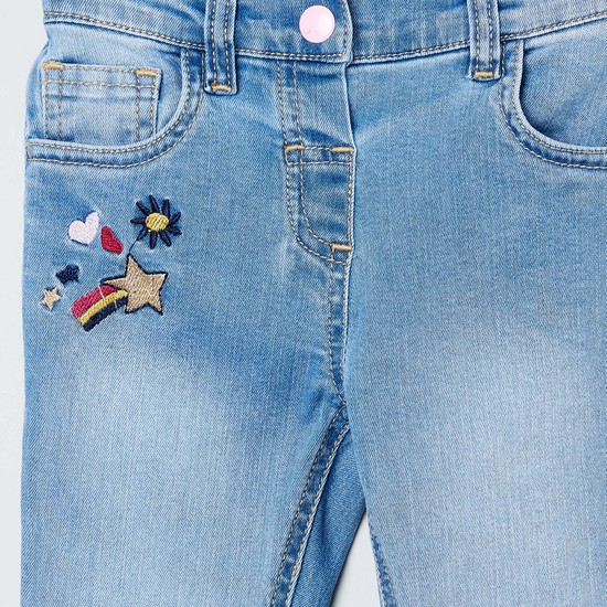 MAX Mid-Washed Slim Fit Jeans with Applique