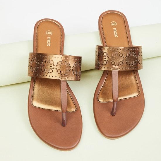 MAX Cut-Out Detail Flat Sandals