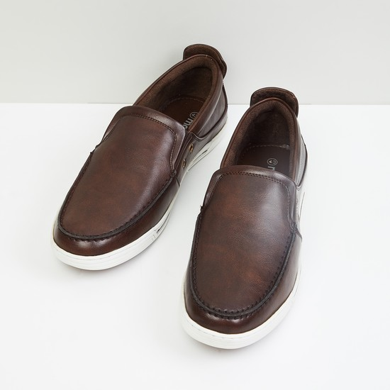 MAX Solid Slip-On Casual Shoes