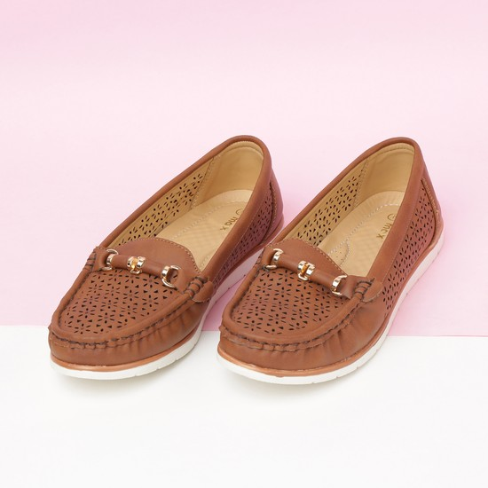 MAX Cut-Out Detail Loafers