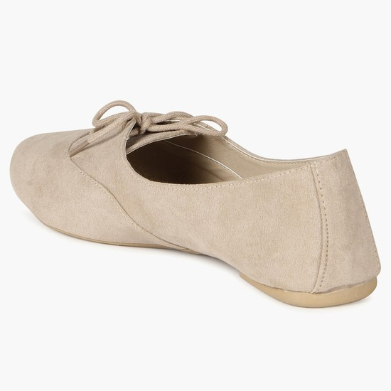 MAX Oxford Laceup Shoes
