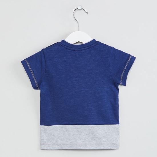 MAX Colourblocked Round Neck T-shirt