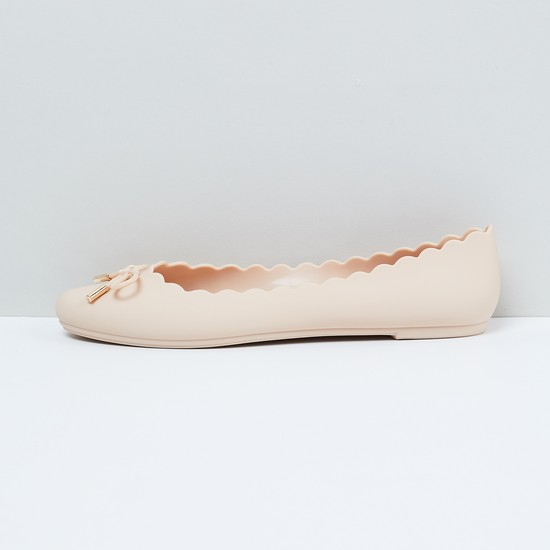 MAX Solid Scalloped Ballerina Flats