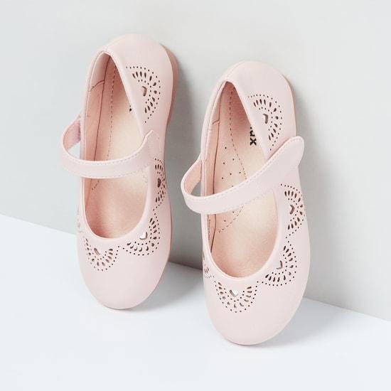 MAX Cut-Out Detail Ballerina Flats