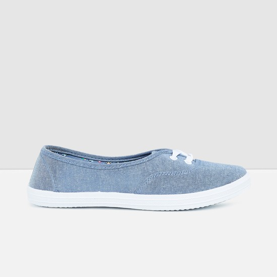 MAX Solid Lace Detailed Shoes