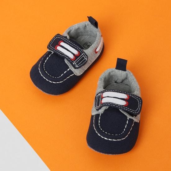 MAX Colourblocked Velcro-Strap Casual Shoes
