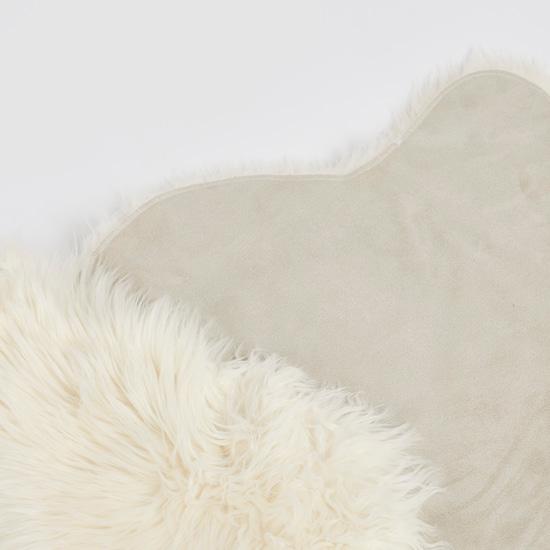 Textured Fur Detail Rug - 90x60 cms