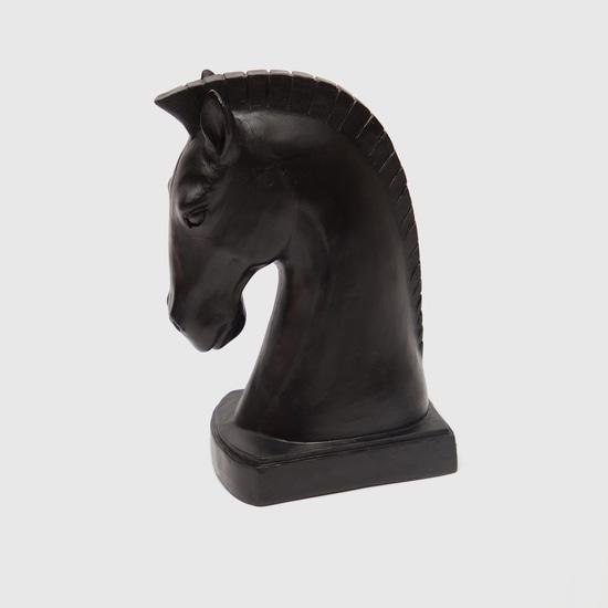 تمثال حصان مزيّن
