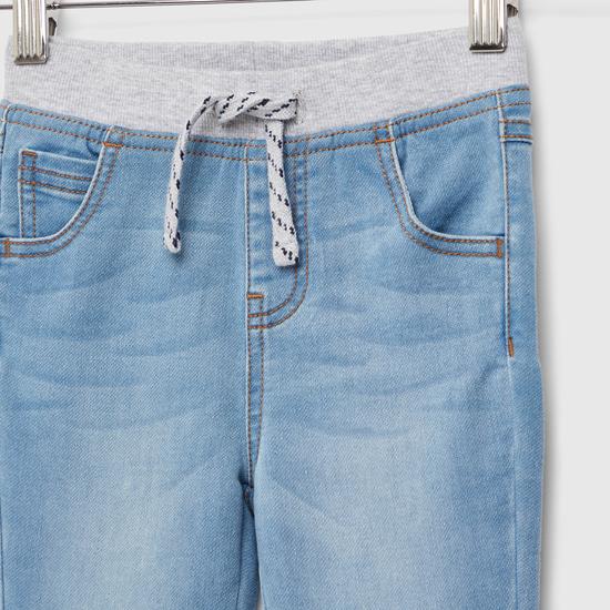 بنطلون جينز سادة طويل بتفاصيل جيوب ورباط إغلاق