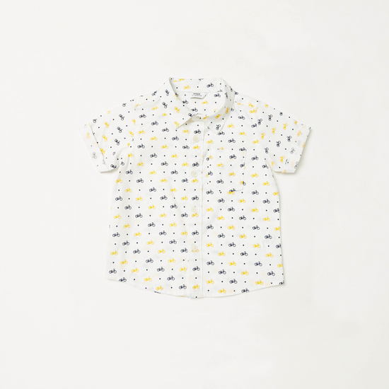 طقم قميص بأكمام قصيرة وطبعاته مع شورت سادة