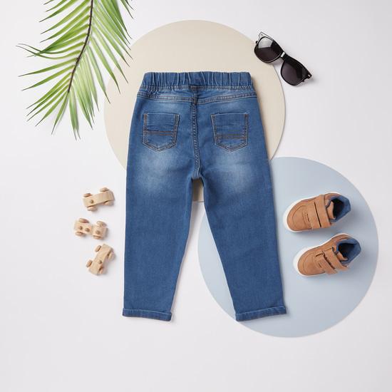 بنطلون جينز طويل سادة بخصر مطاطي مع تفاصيل جيوب