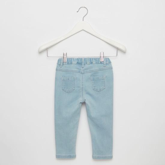 بنطلون جينز مطرز بتفاصيل جيب وحلقات حزام