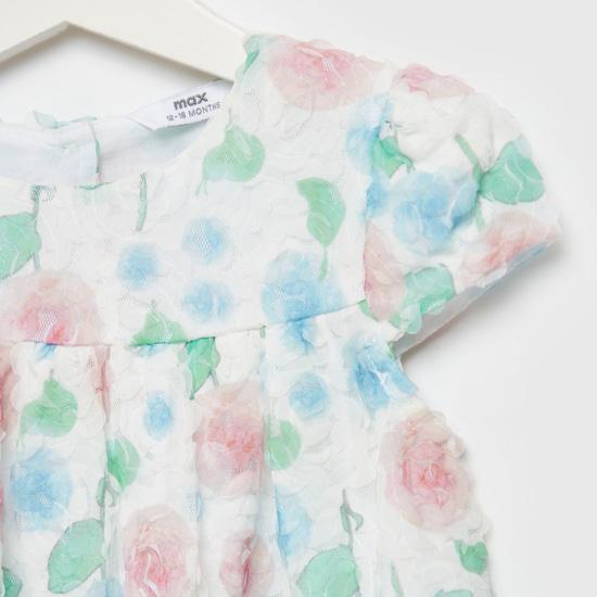 فستان بياقة مستديرة وأكمام كاب وأزهار دانتيل