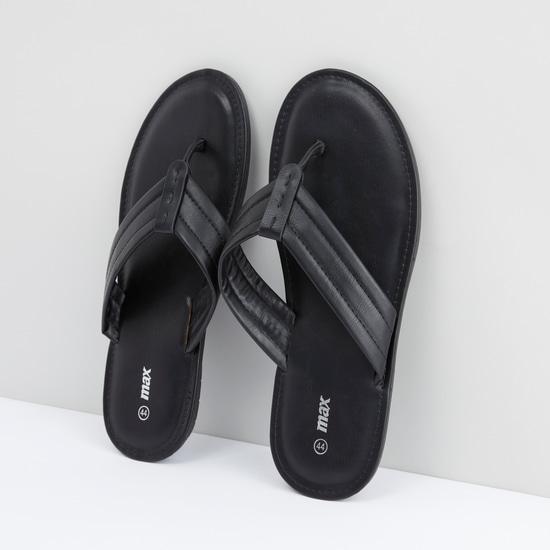 حذاء خفيف سهل الارتداء بتفاصيل غرزة